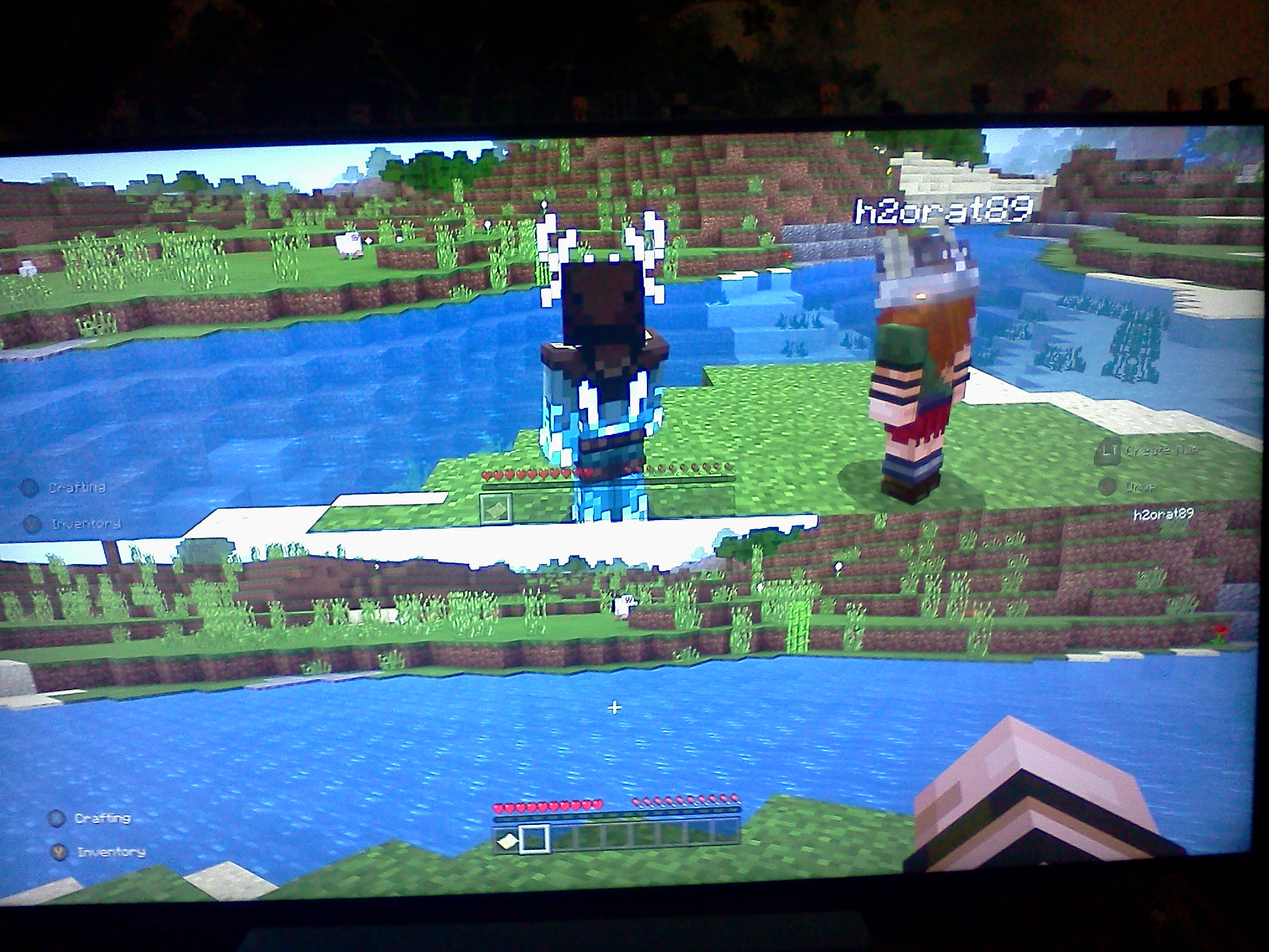 MCPE-39539] In splitscreen multiplayer mode on Consoles, only the